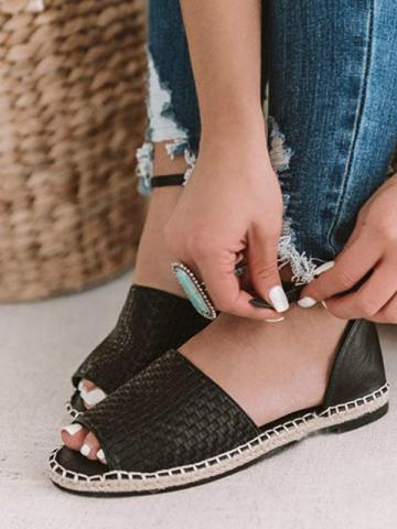 Solid color fish mouth flat buckle sandals